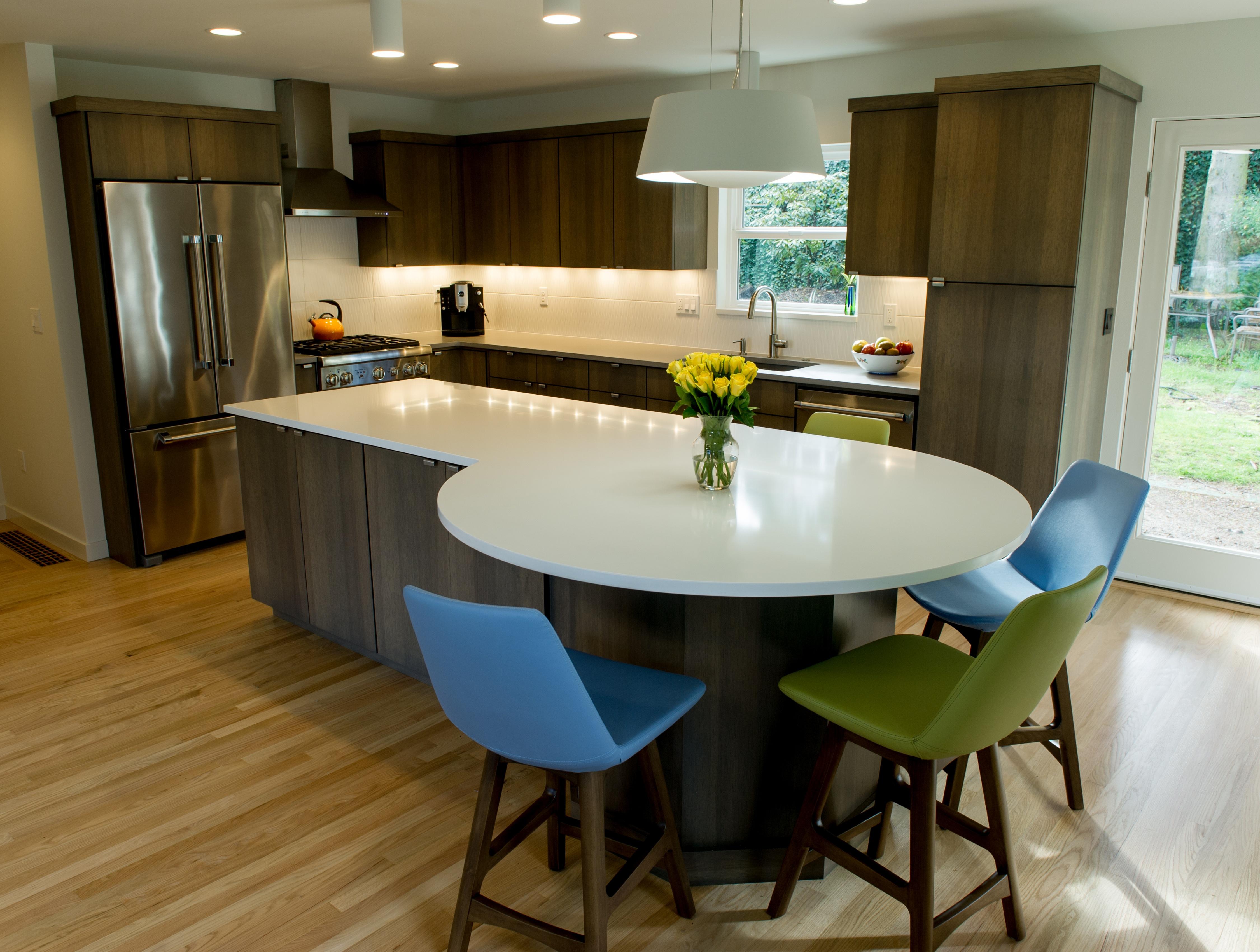 Round Kitchen Island - Portland Remodeling Company.jpg
